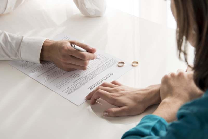 מתי קמה לך זכות לדרוש פתיחה בהליכי גירושין? עילות הגירושין בישראל